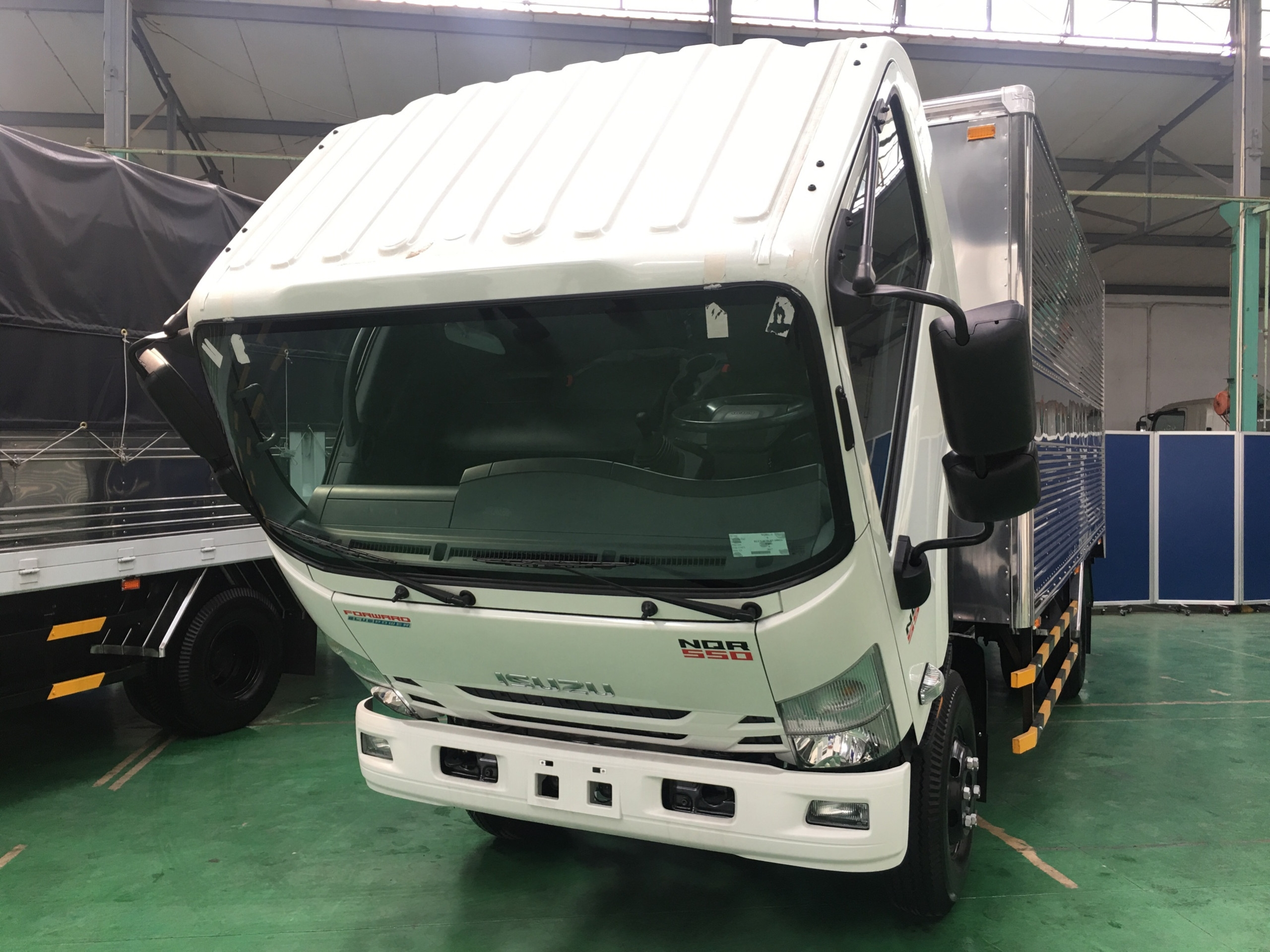 ISUZU NQR75ME4 CABIN CHASSIS
